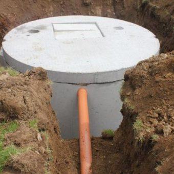 Szambo z kręgów betonowych – czy warto w nie inwestować